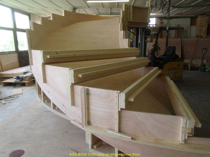 Coffrage pour escalier beton coffrage bois for Escalier exterieur beton arrondi
